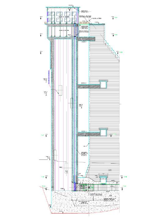 Sección vertical de la toma por el eje de la conducción.